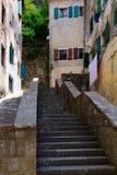 Улицы Kotor, Черногории Взгляд на старом городке ЮНЕСКО городка внутри Стоковые Изображения