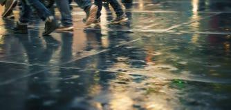 Улицы NYC после дождя с отражениями на влажном асфальте Стоковая Фотография RF