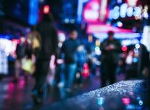 Улицы NYC после дождя с отражениями на влажном асфальте Стоковое Фото