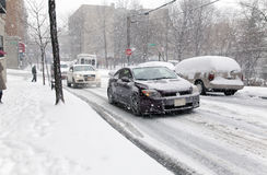 Уличное движение во время шторма снега в Нью-Йорке Стоковое фото RF