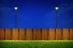 Уличное освещение и деревянная загородка Стоковое фото RF