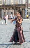 Уличные исполнители в костюме играют Celtic в старой городской площади внутри Стоковое Изображение