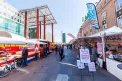 Уличный рынок в Эйндховене, Нидерландах стоковые изображения