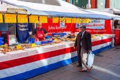 Уличный рынок в Эйндховене, Нидерландах стоковые изображения rf