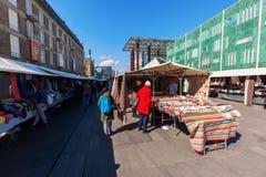 Уличный рынок в Эйндховене, Нидерландах стоковая фотография