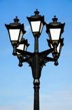 Уличный свет на фоне голубого неба Стоковое фото RF