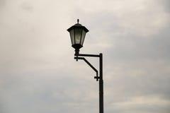 Уличный фонарь в пасмурной погоде Стоковое Изображение
