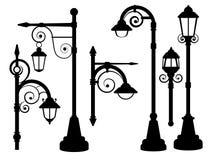Уличный фонарь, дорога освещает силуэты вектора иллюстрация вектора