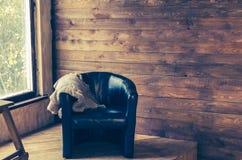 Удобное кресло около окна Стоковое Фото