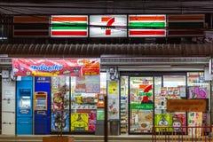 Удобный магазин 7 11 на ноче Стоковое Фото