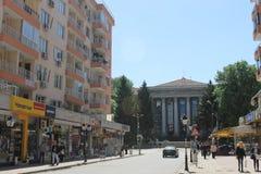 Уловка, Болгария - 8-ое мая 2015: Улица перед университетом стоковые изображения rf