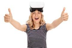 Удовлетворенная женщина используя шлемофон VR Стоковая Фотография RF