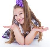 Улыбка красивых 6 лет старой девушки Стоковое Изображение RF