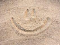 Улыбка нарисованная на песке Стоковые Изображения