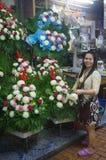 Улыбка на рынке цветка Бангкока Стоковое фото RF