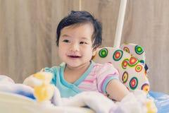 Улыбка ребёнка Азии и настолько счастливое Стоковое Изображение RF