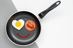 Улыбка для сладостного завтрака с влюбленностью Стоковое Фото