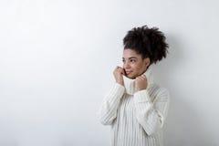 Ультрамодная женщина в одеждах зимы Стоковые Изображения