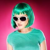 Ультрамодная красивая молодая женщина в солнечных очках Стоковое Изображение