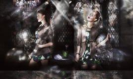 Ультрамодные фотомодели в Sunrays над абстрактной предпосылкой стоковое изображение rf