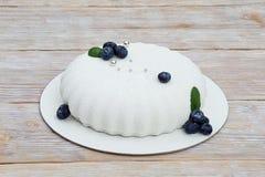 Ультрамодный белый торт мусса Стоковые Изображения