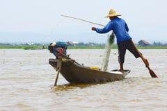 Удящ на озере Inle, Мьянма Стоковое Фото