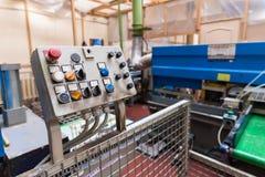Фабрика двери и мебели промышленная Вертикальная сверля машина Стоковые Изображения RF