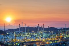 Фабрика масляного бака и нефтеперерабатывающего предприятия в Таиланде Стоковые Фотографии RF