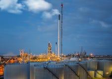 Фабрика масляного бака и нефтеперерабатывающего предприятия в Таиланде Стоковое фото RF