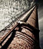 фабрика печной трубы старая Стоковые Фотографии RF