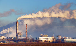 Фабрика с загрязнением воздуха Стоковое Изображение