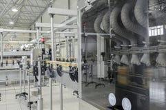 Фабрика для разливая по бутылкам напитков в чонсервных банках Стоковое Фото