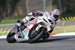 Фабрика Aprilia RSV4 гоночной команды Aprilia PATA, управляемая Noriyuki Haga JPN в действии во время практики Superbike в Imola Стоковые Фотографии RF
