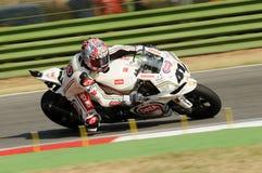Фабрика Aprilia RSV4 гоночной команды Aprilia PATA, управляемая Noriyuki Haga JPN в действии во время практики Superbike в Imola Стоковое фото RF