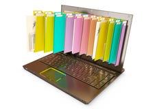 Файл в базе данных - компьтер-книжке с папками стоковое фото rf