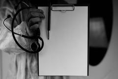 Файл стетоскопа доктора черно-белый Стоковое фото RF