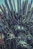 Фантазия, королевский трон сделанный из железных шпаг, место короля, sym стоковые изображения rf