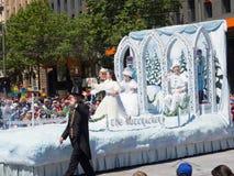 """Фантазия плавает """"рождество Щелкунчика """"выполняет в параде 2018 торжества рождества кредитного союза стоковые изображения rf"""