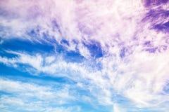 Фантастическая голубая и фиолетовая предпосылка облачного неба Стоковое Изображение