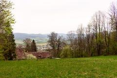 Фантастический ландшафт горы утра, пейзаж высоких зеленых гор, голубое небо с облаками, мир красоты стоковое фото