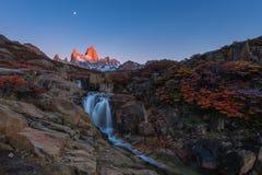 Фантастически красивое начало нового дня в национальном парке Лос Glaciares, Аргентине, Патагонии Стоковое фото RF