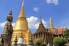 Фантастичный грандиозный дворец и Wat Phra Kaeo - Бангкок Стоковые Изображения