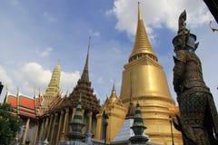 Фантастичный грандиозный дворец и Wat Phra Kaeo - Бангкок Стоковые Фотографии RF