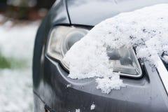 Фара автомобиля под снегом Стоковые Фотографии RF