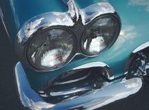 Фара старого автомобиля с отражением в хроме Стоковые Изображения