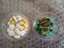 Фармацевтические капсулы медицины и таблетки, пилюльки, лекарства Стоковая Фотография RF