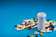 фармацевтические пилюлька и таблетки Стоковое фото RF
