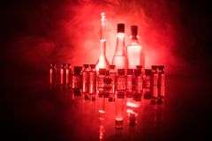 Фармация и тема химии Склянка теста стеклянная с решением в исследовательской лабаратории Наука и медицинская предпосылка Лаборат стоковая фотография rf