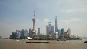 Фарфор 10-ое сентября 2013 Шанхая, Timelapse шлюпок пересекает Реку Huangpu в Шанхае, Китае Взгляд от бунда видеоматериал