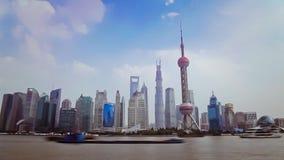 Фарфор 10-ое сентября 2013 Шанхая, Timelapse шлюпок пересекает Реку Huangpu в Шанхае, Китае Взгляд от бунда сток-видео